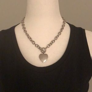 Jewelry - Silver heart link necklace